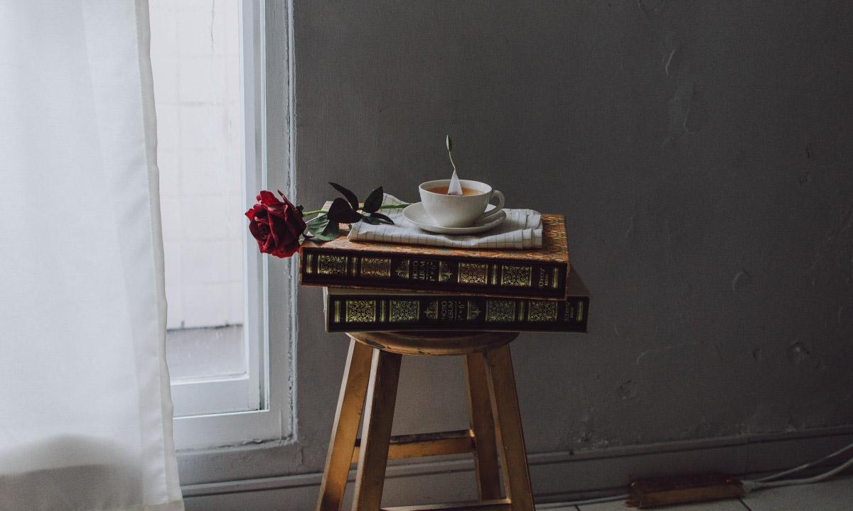 ソファ横でテーブルとして利用