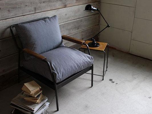 アイアンを使った一人掛けソファ