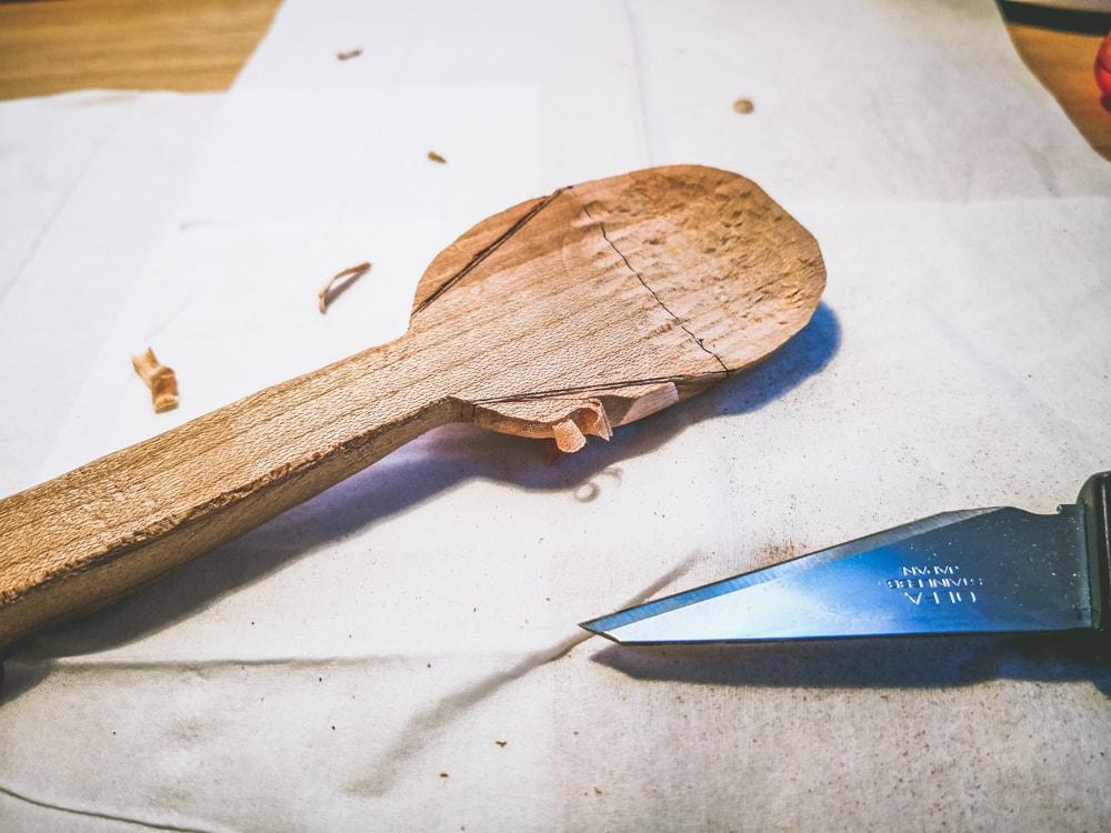 小刀で削る